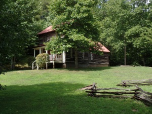 1835 Modernized Cabin Tucked into Pastoral Harmony